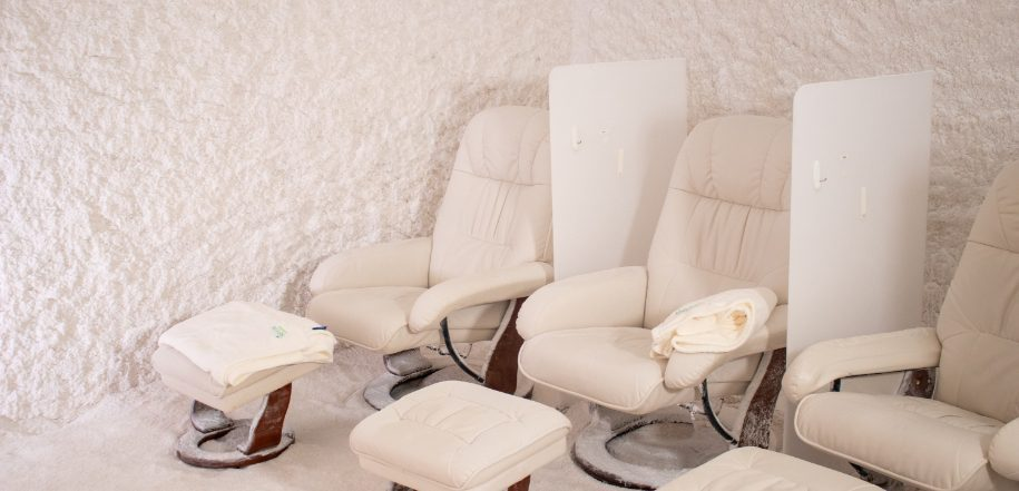 Salt Suite Chairs and blankets.